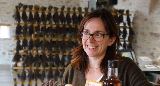 Rachel Soulayres dans sa boutique à Rocamadour (46)